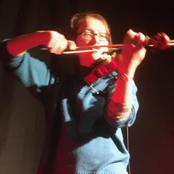 Vicky Ings violin